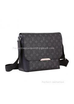 Louis Vuitton Messenger Explorer PM Shoulder Bag M40565