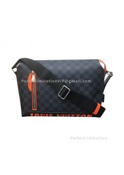Louis Vuitton Damier Cobalt Race Discovery Messenger PM N40159